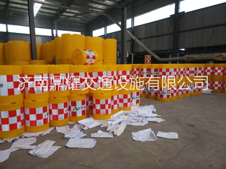 济南塑料防撞桶、公路安全隔离墩、道路施工水马防撞桶、道路围栏生产厂家