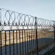 新疆刀片刺绳护栏网厂,新疆刀刺防护网