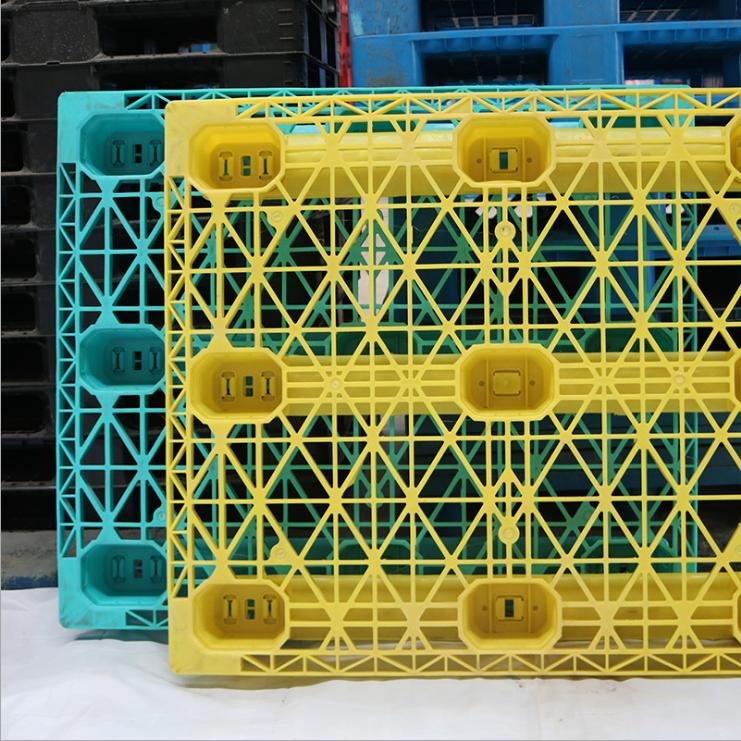 伊朗进口川字型二手网格塑料托盘 1311塑料垫板叉车托盘 二伊朗进口川字型二手网格塑料托盘