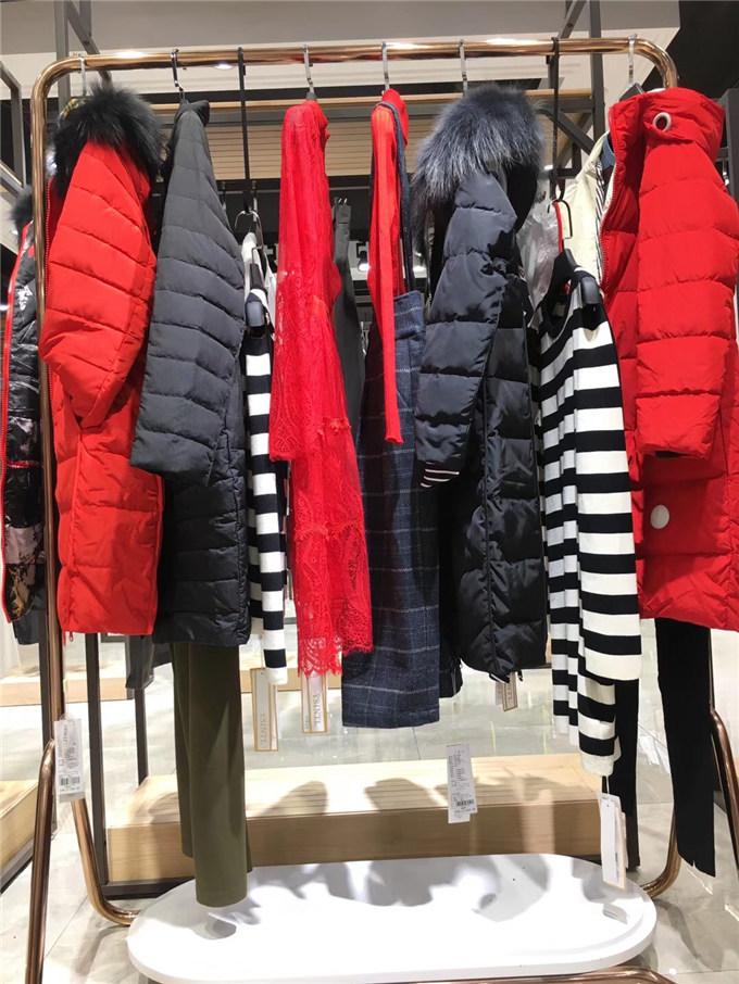 供应YoungWoo星期天服装尾货批发有 折扣店衣服进货渠道