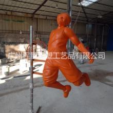 程爵雕塑厂家直销玻璃钢篮球运动员雕塑 专业运动城装饰装潢 体育公园园林工程