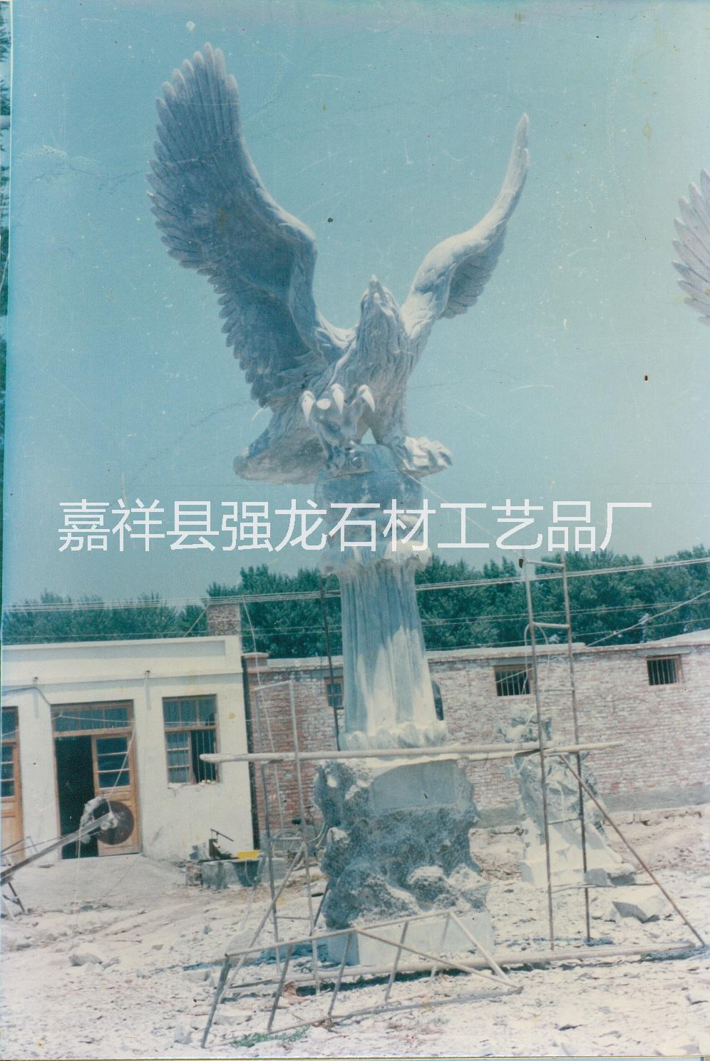 供应青石石鹰、青石大鹏、青石大雕、青石石雕、石雕石鹰、石鹰厂家、石鹰青石笔筒