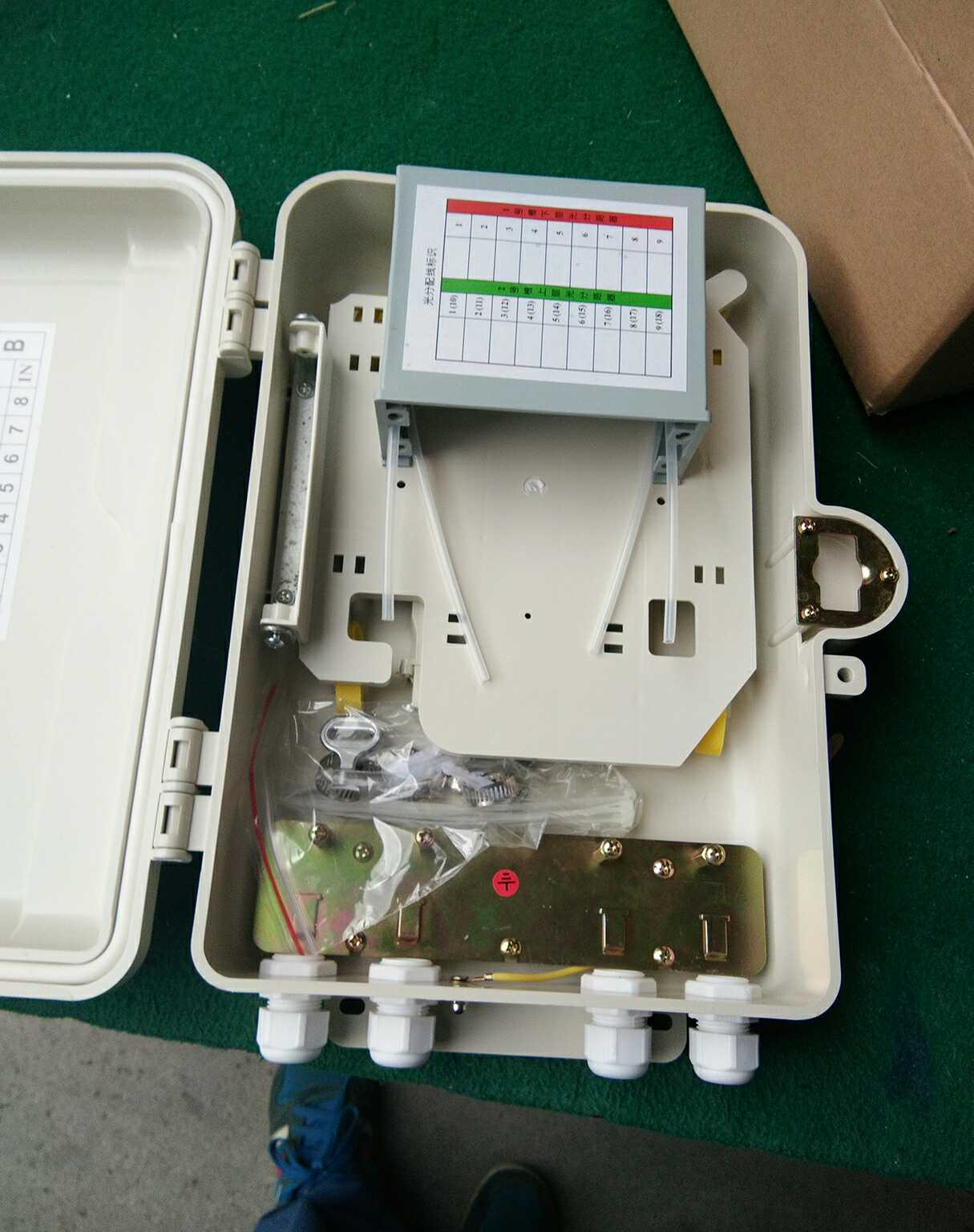 PC合金16芯插片式分光箱分纤箱1比16芯光纤光分箱室内室外用