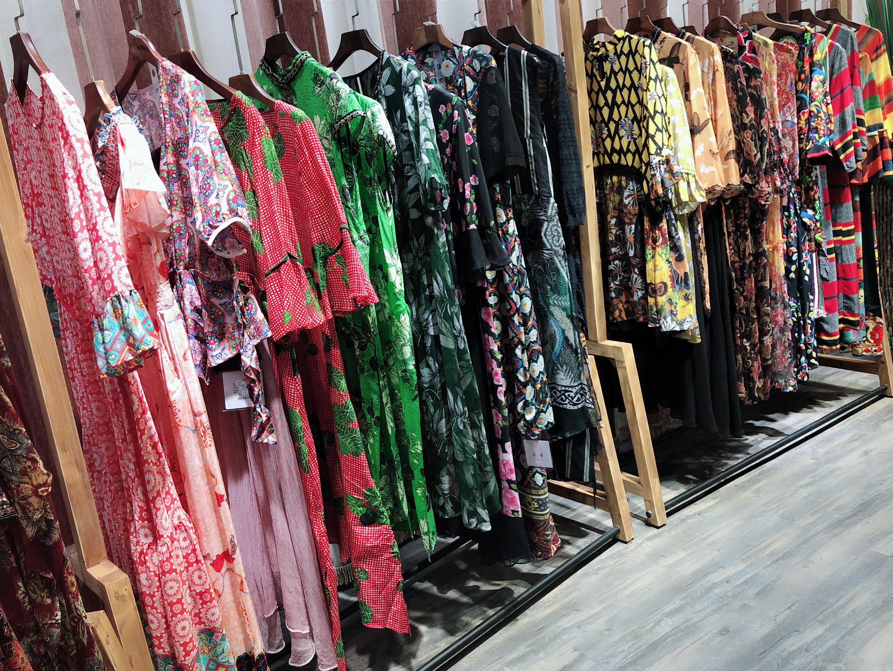 广州富儿雅兰泰拉高端羽绒服 广州富儿雅兰泰拉品牌折扣羽绒服