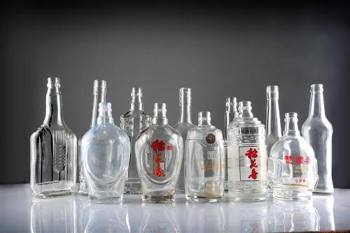 定制玻璃酒瓶热销电话制玻璃酒瓶热销 定制玻璃酒瓶 各种玻璃  白瓷高档酒瓶玻璃酒瓶厂家热销
