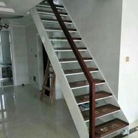 驻马店市玻璃楼梯木不绣钢扶手 玻璃楼梯价格钢木整套楼梯镂空制作