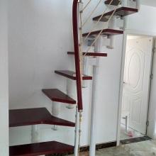 厂家直销设计安装拉丝楼梯价格 钢木胶木拉丝楼梯扶手立柱钢梁楼梯驻马店定做批发