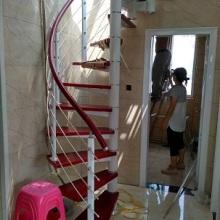 胶木PVC圆形扶手拉丝护栏实木踏板楼梯制作设计安装价格驻马店旋转楼梯钢木批发