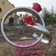戒指不锈钢雕塑图片