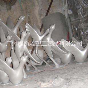 玻璃钢抽象大雁雕塑图片