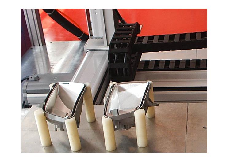 汽车行业也需要使用到点胶技术,可使用汽车配件点胶机
