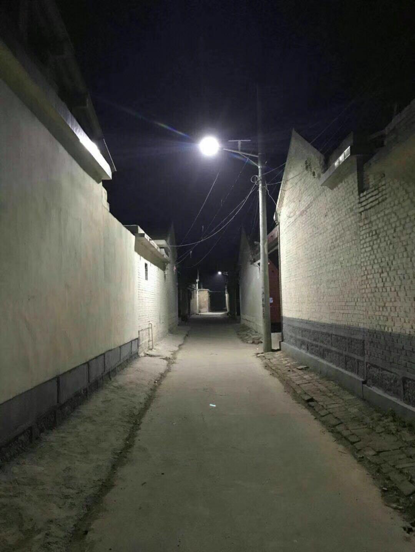 7米30W太阳能路灯安装在山东郓城照亮整个乡村江苏开元太阳能照明供应