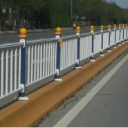 杨陵烤漆围墙护栏,京式交通隔离栏图片