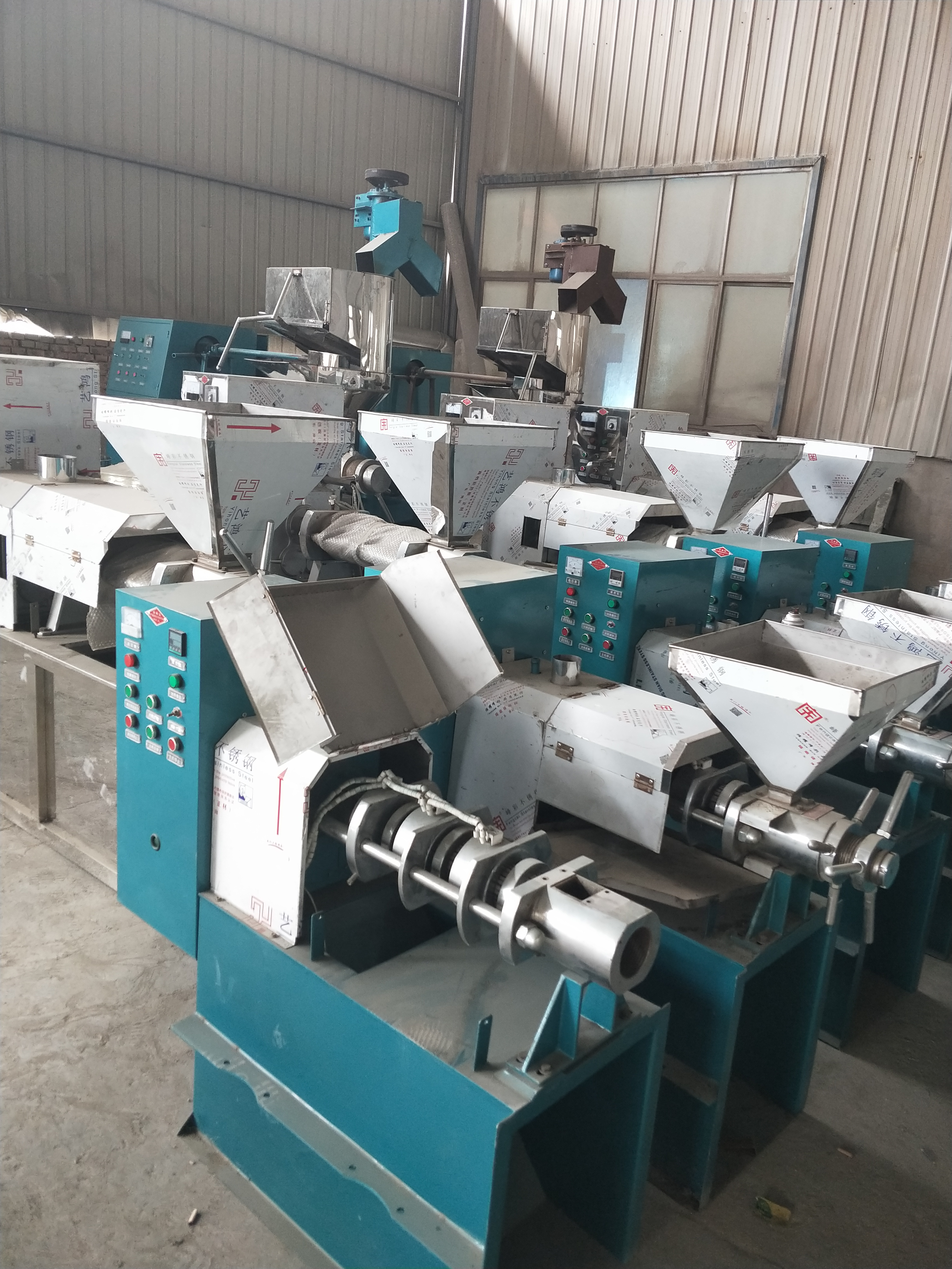 供应新疆新型螺旋榨油机100型新型螺旋榨油机多少钱新型螺旋榨油机怎么样