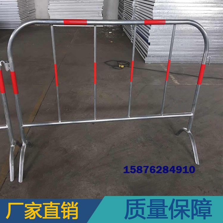 易达直销黄黑铁马护栏  道路交通安全防撞铁马 镀锌钢管护栏 价格优惠