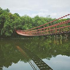 铁链木板吊桥_水上木质_空中吊桥