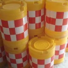 供应双捷道路交通防撞设施 交通防撞桶道路施工塑料防撞桶图片
