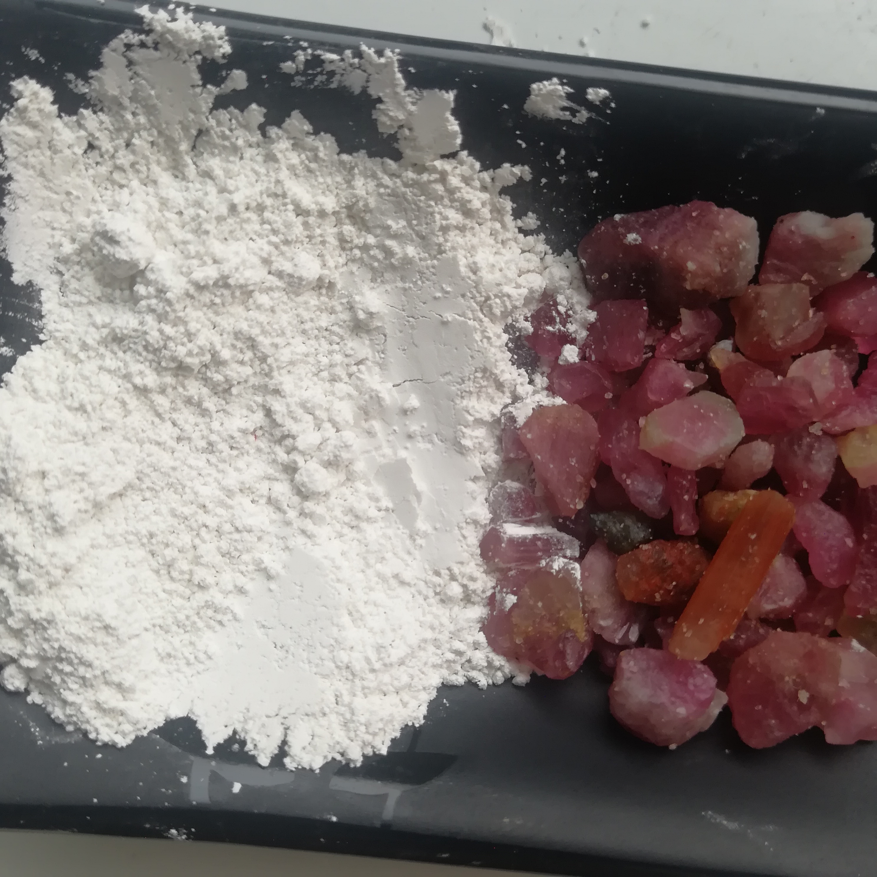 供应白色电气石粉 超白超细电气石粉 托玛琳粉 涂料防辐射背心衬衫用白电气石粉