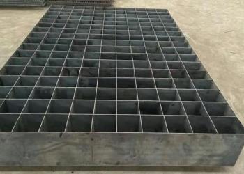 热镀锌钢格板平台钢格板钢梯踏步板图片