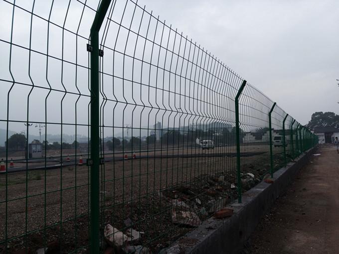 供应公路护栏网 公路隔离栅 公路铁丝围网 公路防护栏 防护栏报价 防护栏图片 防护栏价格 防护栏哪家好
