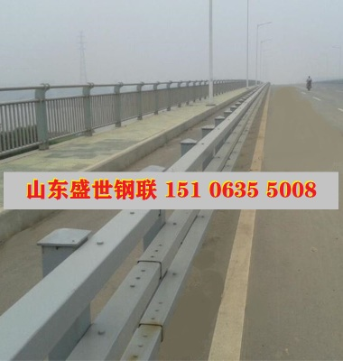金属桥梁栏杆图片/金属桥梁栏杆样板图 (1)