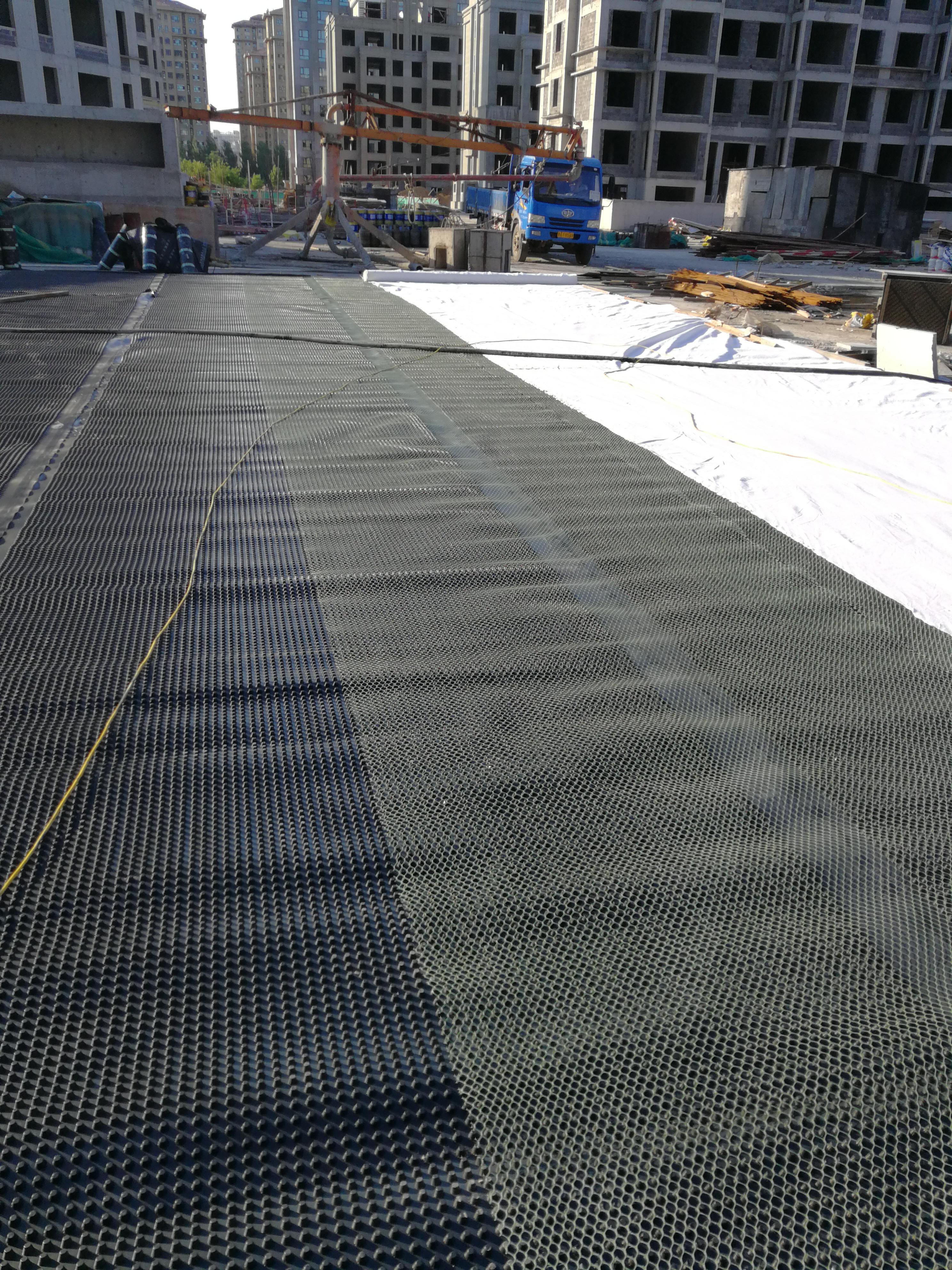 牡丹排水板疏水板塑料排水板凹凸排水板防根刺供应排水板施工