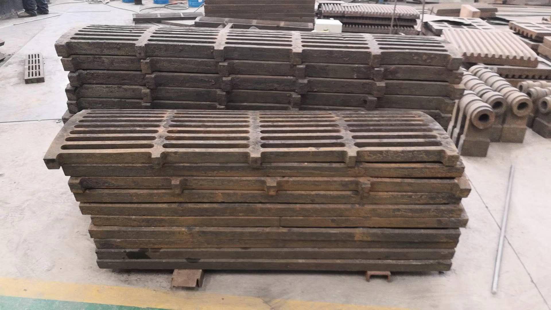 厂家供应高耐磨衬板、反击板、篦筛。高细破碎机反击板,衬板