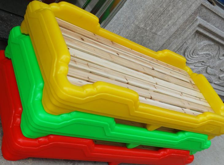 厂家直销 特价儿童床 幼儿塑料床 幼儿园专用床 彩色 塑料木板床