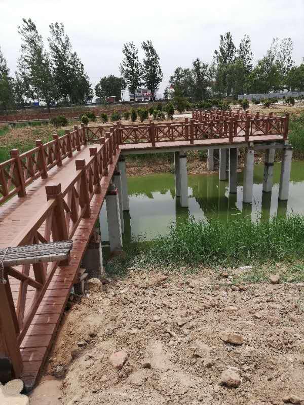 河道护栏厂家定做水泥仿树皮栏杆 仿木护栏外观美观质量保障优惠 河道护栏 仿木