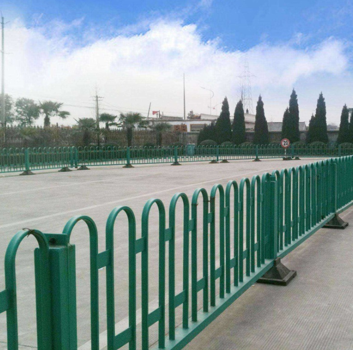 可定制京式道路护栏厂家、中央m型防撞护栏、价格、供应商