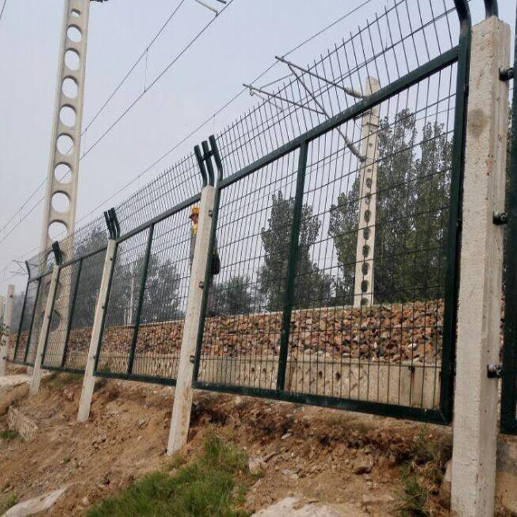 内蒙古高速公路护栏网 内蒙古公路护栏网  高速公路框架护栏网 高速公路框架护栏网隔离栅