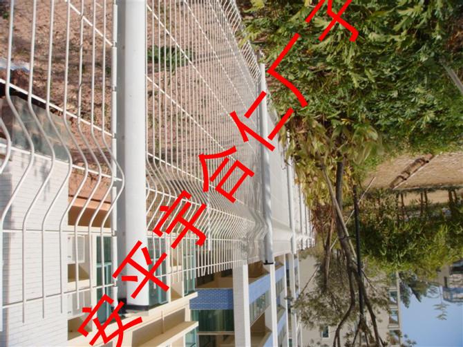 护栏网的材质及功能特点