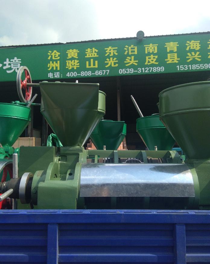 供应家用中型花生榨油机械设备价格多钱,榨油作坊花生米来料加工设备批发