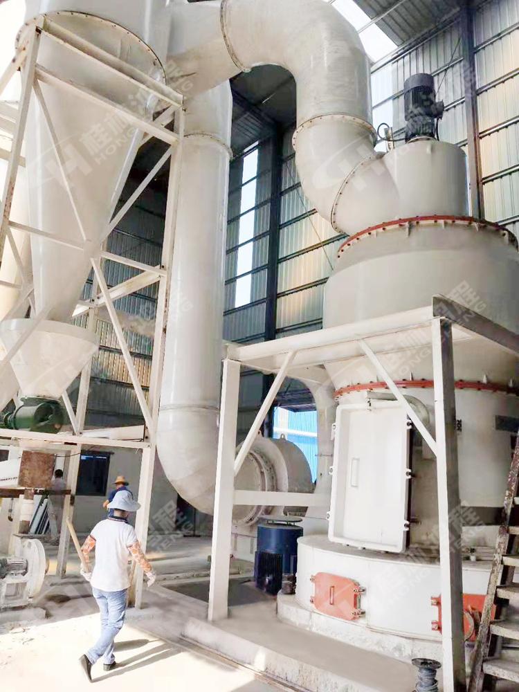 高铝粉雷蒙磨HC系列大型铝矾土熟料磨粉机