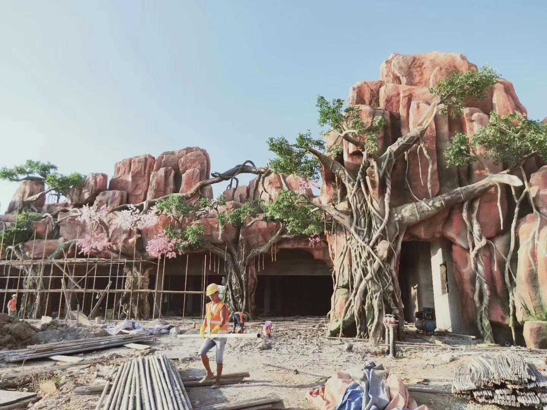 云南昆明旅游景区塑石假山造景|彩色压花路面铺装|旅游景区水泥仿真树制作