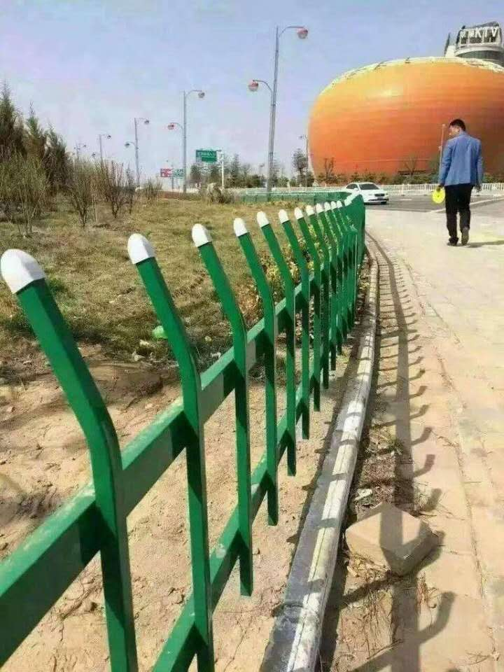 锌钢围栏价格-围栏图片-草坪围栏-围栏生产厂家批发订购选用锌合金材料制作的护栏具有高强度、高硬度、外观精巧、色泽漂