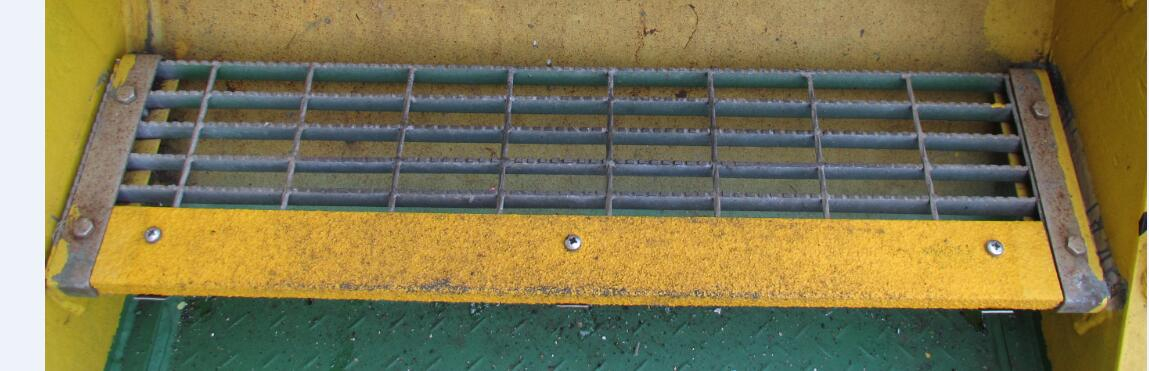 铺砂楼梯踏步防滑安全防滑条 玻璃钢防滑条耐磨 楼梯踏步防滑条  平台踏步防滑条