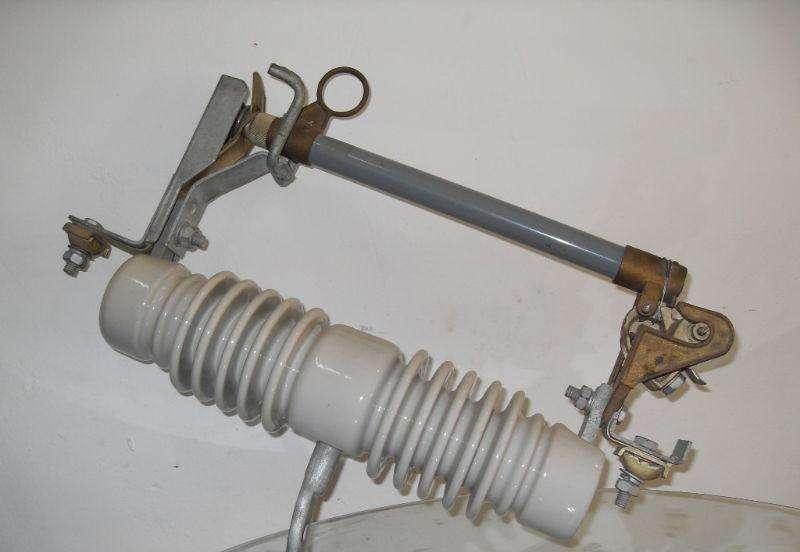 跌落式熔断器  防风熔断器 35KV熔断器  高压喷射式熔断器 跌落式熔断器 HRWG1-35/200